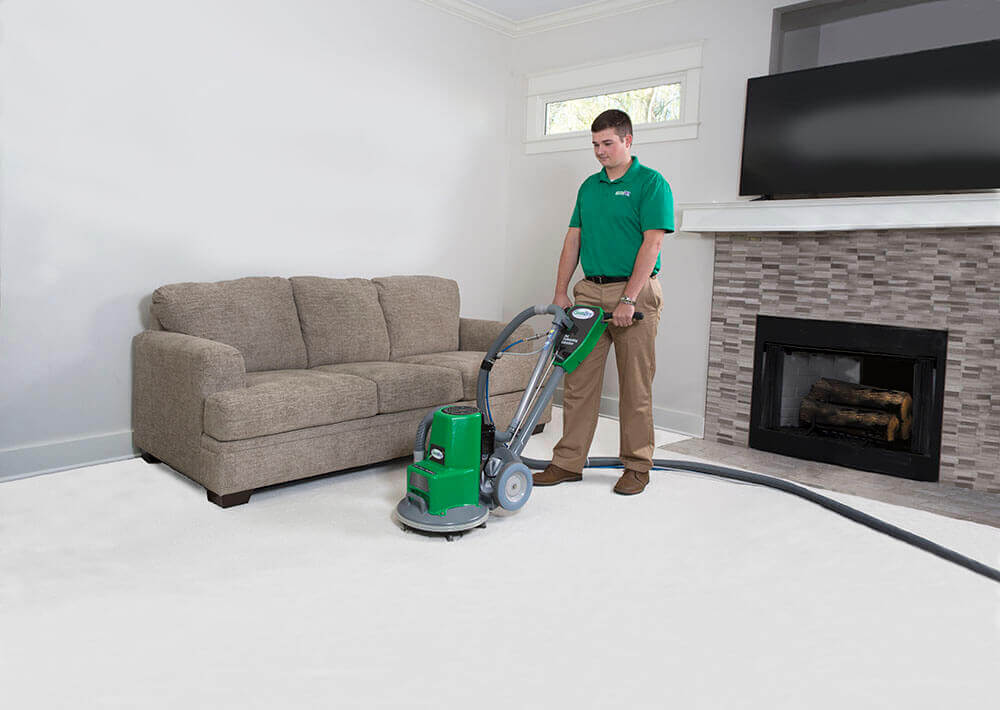 tech doing carpet cleaning diamond bar ca