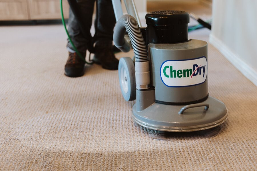 tech performing carpet cleaning east los angeles ca