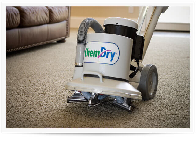tech doing carpet cleaning orange county ca
